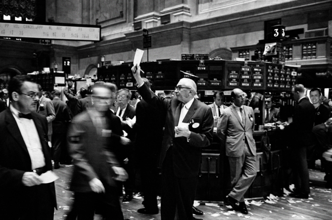 The trading floor of the New York Stock Exchange (NYSE) in 1963, before the introduction of computerized trading systems. Source: Library of Congress. Image modified from original.